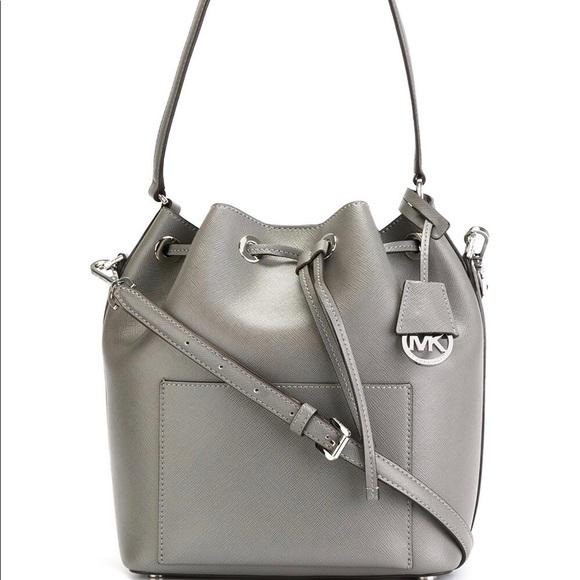 9b97be363ebc Michael Kors Greenwich Medium Bucket Bag. M 5a6e0c3e61ca10a1c4e8cd24